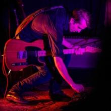Kazya concert, couleur, F!, Fi, guitariste, chanteur, photographe, Rennes (2)
