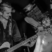Kazya concert, noir et blanc, F!, Fi, guitariste, chanteur, photographe, Rennes